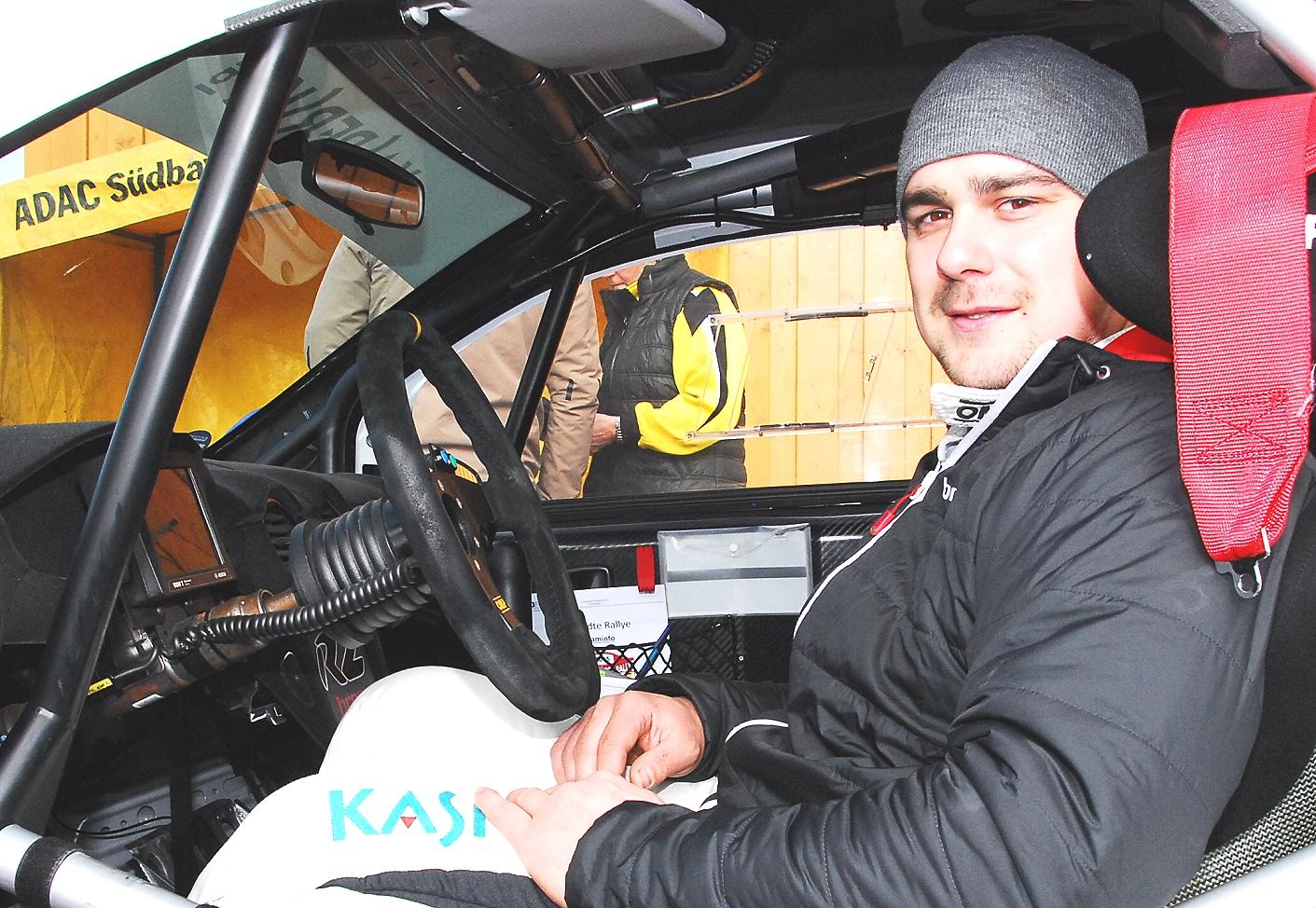 Zufrieden: Dominik Dinkel im Adam R 2-Cockpit